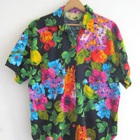 Vintage floral shirt. tropical shirt. Short sleeve tee. tshirt. Jungle printed top.