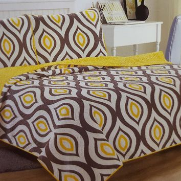 "Comfortable Elegance Yellow Eye Queen Size Reversible 3-Piece Quilt Set: 1 Quilt (86"" x 86"") and 2 Pillow Shams (20"" x 26"")"