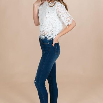 Lace Daydream Shift Top in White