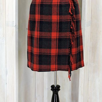70s wool skirt / size L / XL 14 / 16 / red plaid tartan skirt / Buffalo plaid / fringed / winter wrap skirt / J G Hook made in USA