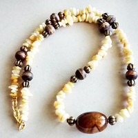 Bohemian necklace - Women gem necklace with calcite stones and agate Center - Boho Chic - Boho Necklace - India Heishi Jewelry Mala