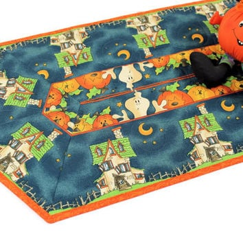 Halloween Table Runner Quilt - Pumpkins, Ghosts and Haunted Houses, Quilted Table Runner, Halloween Party Table Decor