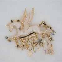 Adorable Unicorn Brooch Free Ship SP141167 from SpreePicky