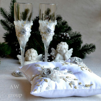 Champagne Flutes Winter Wedding Ring Pillow Silver Perl Toasting Glasses Personalized wedding ceremony Holder Anniversary flûtes Set of 3