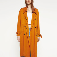 TRENCH COAT WITH HORN BUTTON