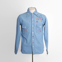 Vintage 70s HIPPIE SHIRT / 1970s Embroidered Chambray Psychedelic Flower Floral Shirt M