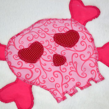 Pink skulls fleece baby blanket, Quilted toddler blanket, travel blanket, baby blanket, quilt