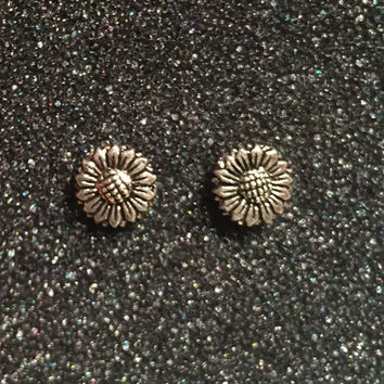 Sterling Silver Studs Earring...1970s...flower Vintage Earrings...Ethnic...Hippy...Gypsy...Studs