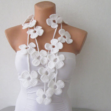 Hand Crochet White Flower Lariat Scarf by fairstore on Etsy