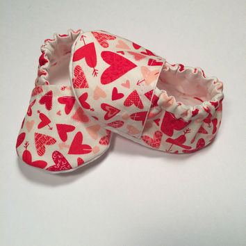 Valentine's Day Booties - Baby Slippers - Shower Gift - Slipper Booties - Newborn Baby Shoes - Pink Heart Booties