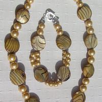 """Necklace & Bracelet Set - Mother of Pearl and Shell Pearl - """"Golden Fantasia"""""""