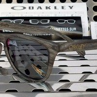 New Oakley 9013-b655 FROGSKINS Sunglasses Matte Clear Woodgrain w/ Black Iridium