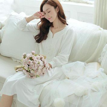 DCCKU62 2016 New Women's Long Princess Nightgown Cotton Nightshirt White Pijamas V-neck Nightdress Autumn winter Princess Nightdress