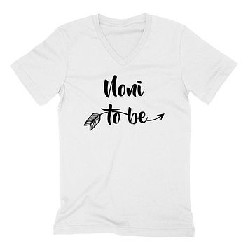 Noni to be pregnancy announcement new grandma grandmom to be baby shower  V Neck T Shirt