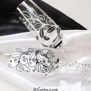 Wedding flutes, Champagne toasting glasses, Wedding toast glasses, Black and white design  flutes , Personalized glasses