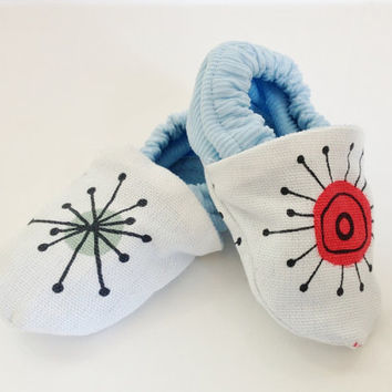 Boy baby shoes, blue baby shoes, 0-6 months, graphic fabic, unique baby boy gift, boy baby shower gift