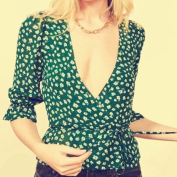 Women's new sexy versatile slim green floral wrap top is a hit