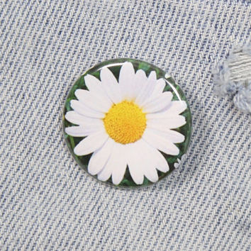 Daisy Flower 1.25 Inch Pin Back Button Badge
