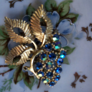 Q Wonderful Vintage BSK Turquoise Blue Aurora Borealis Brooch Pin Gold Tone