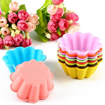 12-Pack Flower Reusable Non-stick Silicone Baking Cups, Cupcake Liners, Muffin Cup Molds Random Color