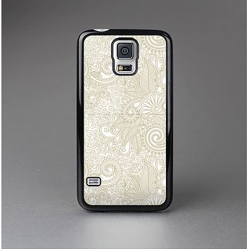 The Tan & White Vintage Floral Pattern Skin-Sert Case for the Samsung Galaxy S5