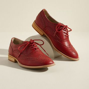 Talking Picture Oxford Flat in Red in 10