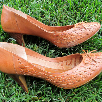 SALE 1970s Leather Heels Woven Honey Lacing, Textured US SIZE 8