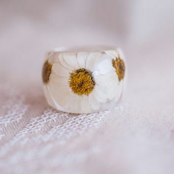 Ring with daisies flower. Epoxy resin jewelry. Cocktail ring. Ring size (US) 9.