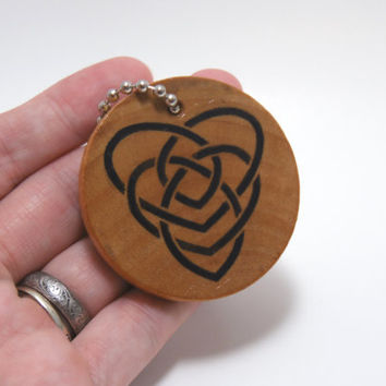 Irish/Celtic Motherhood Knot wooden key chain - Trinity Crossing