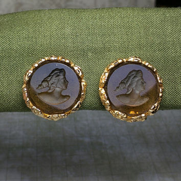 Vintage intaglio earrings clip on. Amber purple transparent reverse carved cameo goldtone. 50s