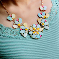 Short Statement Necklace with Thin Gold Chain,Bungalow Bouquet Necklace,Color Shell Flower Necklace,Fashion Gift for Her