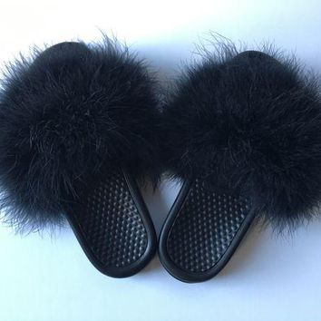 ONETOW Just do it Nike Black faux fur slides