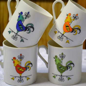 Four Vintage Mugs Rooster Design Blue Green Red Yellow PanchosPorch