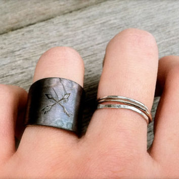 Crossed Arrow Friendship Silver Ringyour size by TheStrayArrow