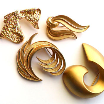Vintage Brooch Lot Trifari Signed Flourish Bow Marked AAI Gold Tone Bridal Bride Wedding Instant Collection Wear Resale Repurpose