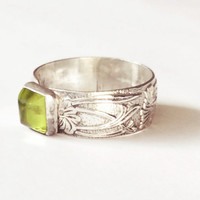 Antique Sterling Silver Peridot Gemstone Calla Lily Bezel Set Ring Art Nouveau
