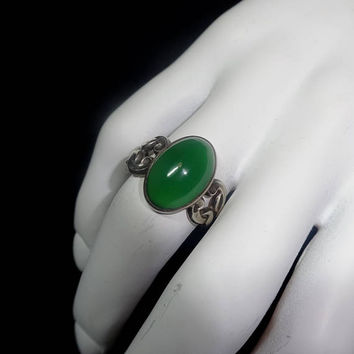 1960s Vintage Sterling Silver Ring with Green Oval Stone, Size 7 to 8, 1960s Fashion Jewelry, Vintage Sterling Silver Jewelry Art, Marked