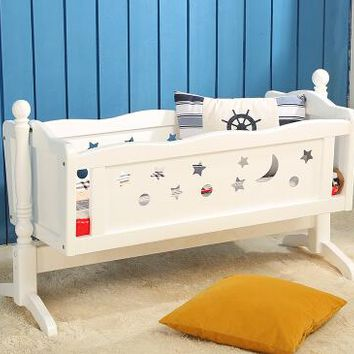 Baby crib wood table. Bed. Roller ou neonatal bed game bed