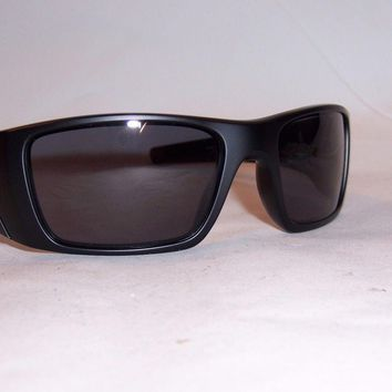 One-nice™ New Oakley Sunglasses FUEL CELL OO9096-29 BLACK/GRAY AUTHENTIC 9096 FLAG