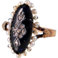 Charming Mid Victorian era French 18K stamped solid gold ring, Enamel, pearls and rose cut diamonds
