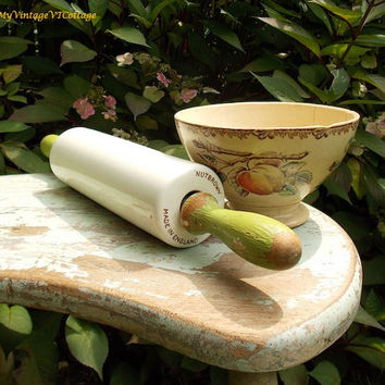 Vintage English Milk Glass Rolling Pin - Nutbrown 1930s Milkglass Rolling Pin - Nut Brown Green Handles