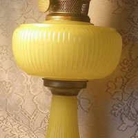 Aladdin 1930s Moonstone Yellow Oil Lamp Antique Vertique Kerosene Lamp 1937 Rare oil lamps vintage  Yellow Mantle Lamp, Antique Oil Lamp