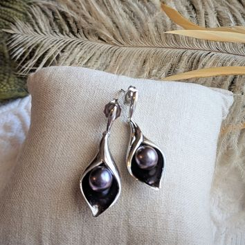 Sterling Silver Black Cultured Freshwater Pearl Calla Lily Post Drop Earrings