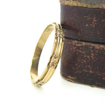 Art Deco Wedding Ring. 14K Gold Eternity, Anniversary Band. Stacking Ring. Carved Flowers. Size 11. Vintage 1920s Unisex Jewelry