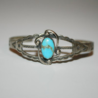 Vintage Turquoise Sterling Silver Bracelet in beautiful condition 5.75 in -US free shipping