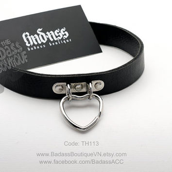 Heart Ring Choker, collar. Snap button, buckle closure.