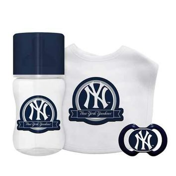 New York Yankees MLB 3 Piece Infant Gift Set