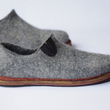Felted wool shoes- woman shoes- summer shoes- OOAK- grey shoes- natural eco shoes- minimalist style shoes- felted wool clog- leather sole