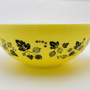 Vintage Pyrex 444 Mixing Bowl, Yellow and Black Gooseberry, Large Cinderella Mixing Bowl, Pretty but Imperfect, 1950s-1960s
