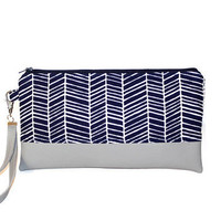 Navy and white herringbone faux leather clutch, two-tone clutch, wristlet, zipper pouch, bridesmaid clutch, bridal party gift, zipper pouch.